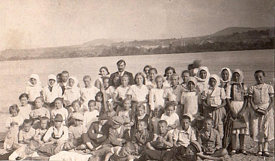 Édesapám a dunaradványi gyülekezet fiataljaival